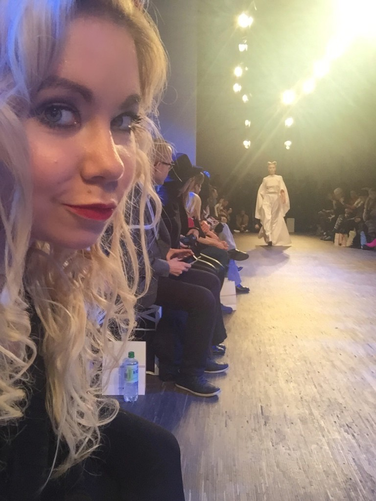 Nadine Trompka in der Front Row bei Isabel Vollrath